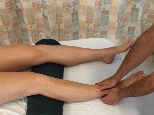 Effleurage stroke over the anterior leg musculature from distal to proximal. Permission: Joseph E. Muscolino.
