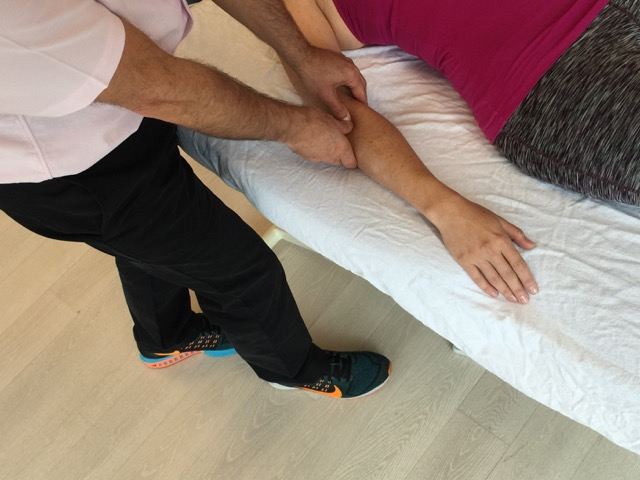 Cross fiber work to the myofascial tissue of the common extensor tendon for tennis elbow. Permission: Joseph E. Muscolino.